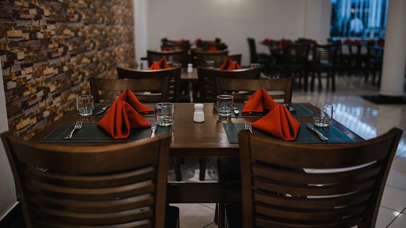 Jantar no Hotel Plaza Mayor em Santo André